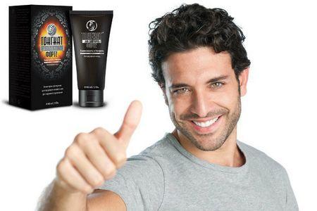 мужчина и упаковка крема