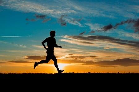 Человек бежит