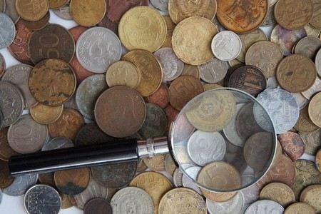 Монеты с лупой