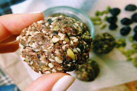 Шарик из семян тыквы