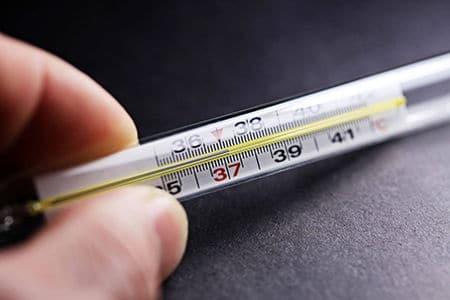 градусник с показателями высокой температуры
